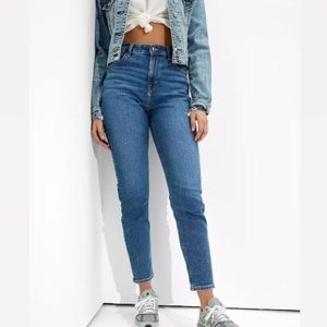AMERICAN EAGLE || Stretch Mom Jeans